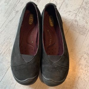 KEEN Flats Black Charcoal Grey Suede Leather 9